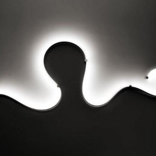 led szalag-erdekes lampa-falfeny-hatter feny